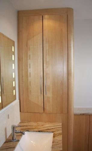 Maple bathroom cabinets