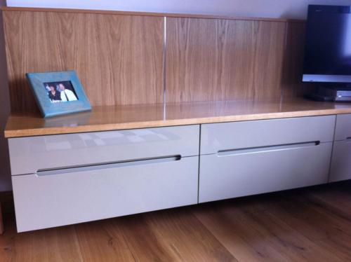 High-gloss suspended bedroom cabinets